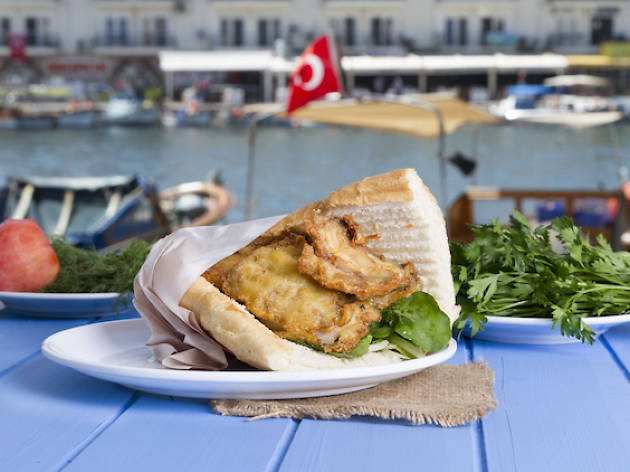 King of Turkish Street Food Eminönü - Fish and Bread