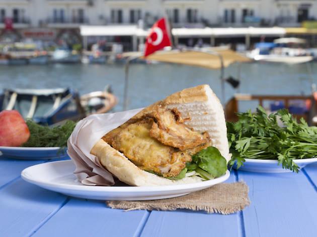 King of Turkish Street Food Eminönü - Fish and Bread