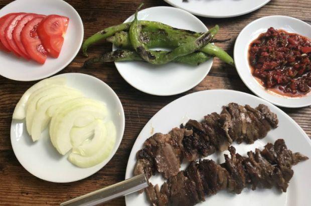 Çağ Kebabı . Turkish Çağ Kebabı.