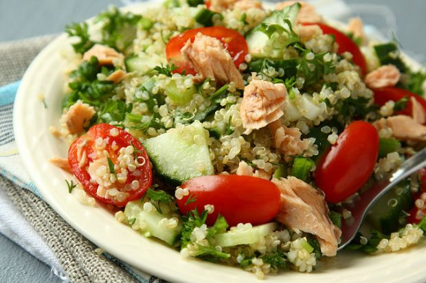 The most delicious and dietary form of salad Quinoa salad with tuna fish.  conned tuna recipes. turkish conned. easy recipes.