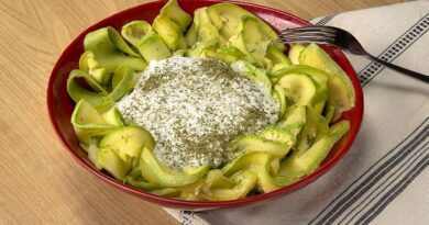 For Those on Diet : Zucchini Salad Recipe with Yoghurt